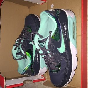 Slightly worn Nike Air Max 90 SE LTR (GS)